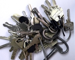 How can I reuse or recycle old house keys?